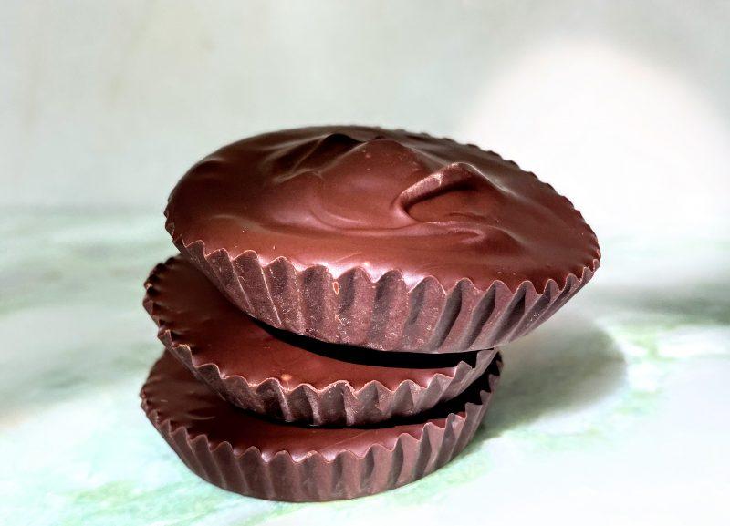 Die fertigen Choco Cups gefüllt mit Keksteig zum Naschen